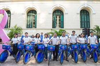 Bệnh viện K tổ chức Lễ phát động nâng cao nhận thức cộng đồng về phòng chống ung thư, đạp xe diễu hành và khám tầm soát ung thư miễn phí cho gần 300 chị em nhân dịp 20/10M