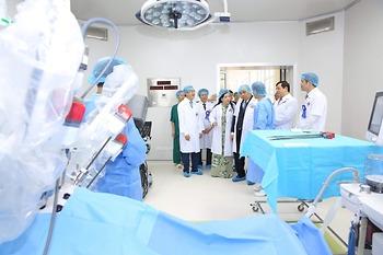 Bệnh viện K dùng robot phẫu thuật, xạ trị ung thư