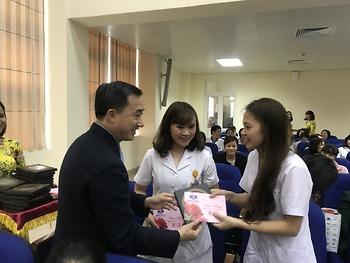 Tôn vinh chị em phụ nữ Bệnh viện K