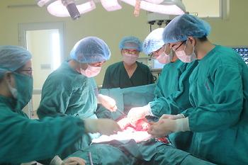 Bệnh viện K phẫu thuật thành công cắt bỏ u mạc treo nặng hơn 10kg đường kính 40cm