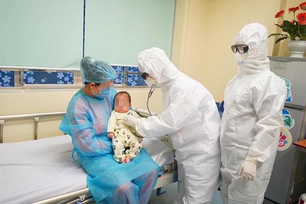 Bệnh nhi 3 tháng tuổi nhiễm COVID-19 bé nhất Việt Nam khỏi bệnh