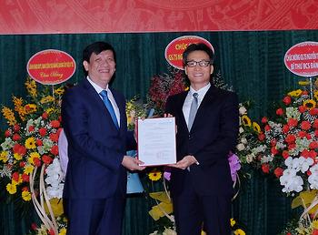 Phó Thủ tướng Vũ Đức Đam trao Quyết định chỉ định, bổ nhiệm GS.TS Nguyễn Thanh Long làm Bí thư Ban Cán sự Đảng, Quyền Bộ trưởng Bộ Y tế