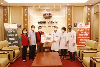 Chia sẻ với các bệnh nhi tại bệnh viện K cơ sở Tân Triều